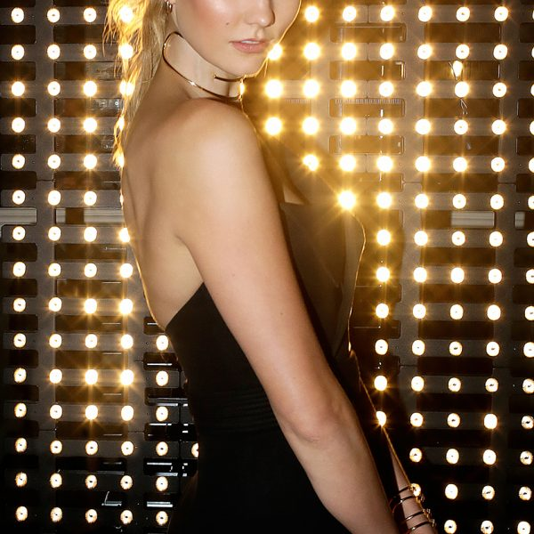 karliekloss, nicolasgerardin, loreal, party, goldobsession, gold, makeup, maquillage, celebrity, chapu,