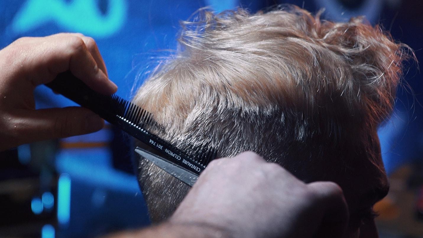 thehairtist, coiffeurbarbier, coiffeurdomicile, coiffeur77, barbier77, barbiervideo, coiffeurvideo, teintureblondhomme, blondteinturevideo, videoteinture,